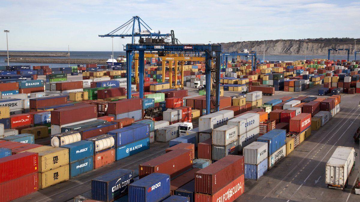 Tras más de dos años crecieron las importaciones y se desaceleró el superávit comercial