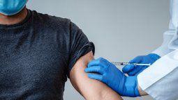 Alemania, Hungría y Eslovaquia iniciaron hoy la vacunación contra el coronavirus y se adelantaron al resto de los países de Unión Europea (UE)