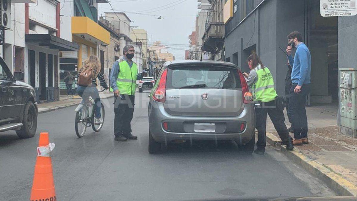 En un control de tránsito vehicular inspectores municipales identificaron dos UBER que funcionan de manera ilegal.