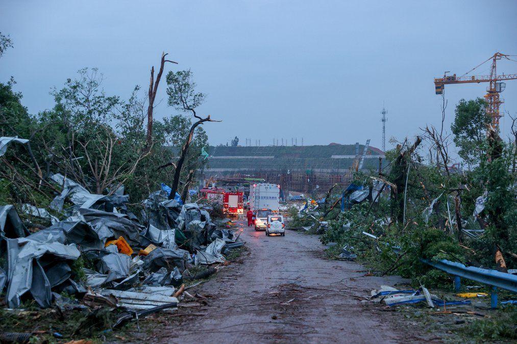 Al menos 12 personas murieron y más de 400 sufrieron heridas debido a dos tornados en el centro y el este de China