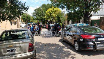 La policía detuvo a los dos ladrones cuando intentaban escapar en un remís