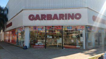 Garbarino: los trabajadores solo cobran una parte de su salario y atienden en horario reducido