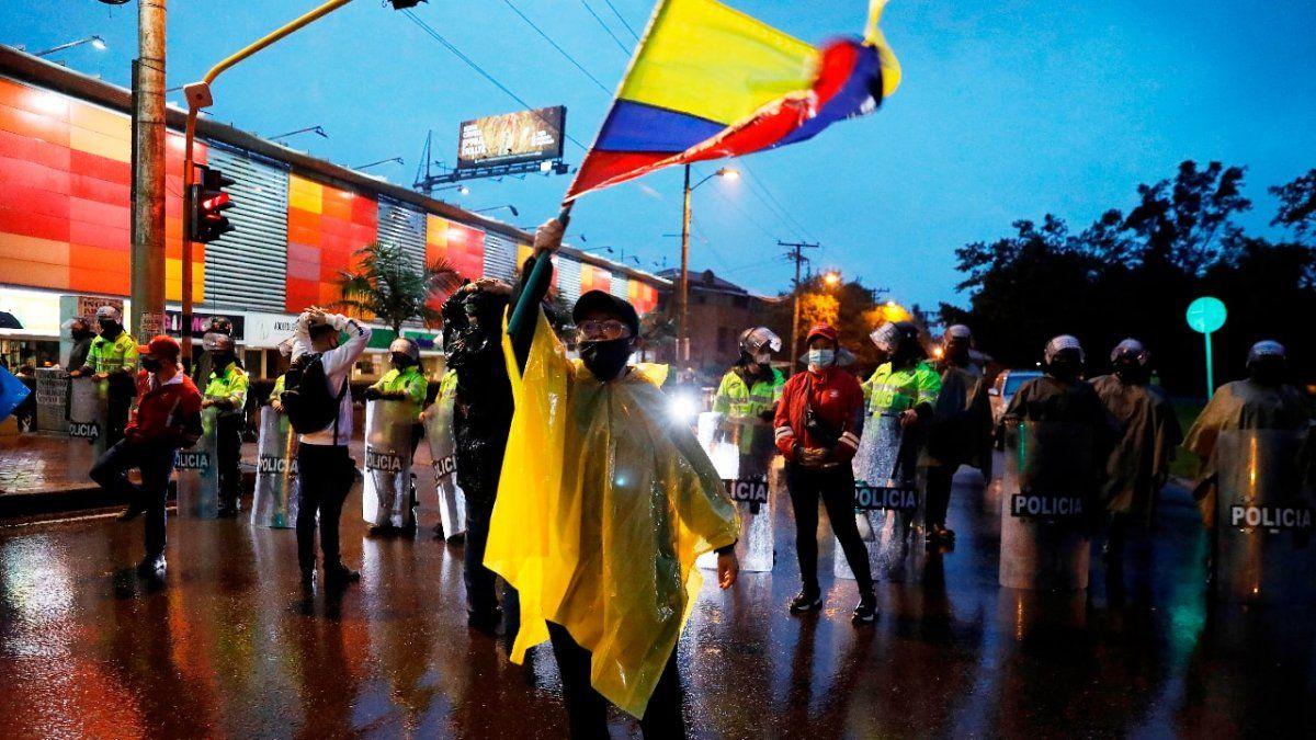 Futbolistas colombianos se pronunciaron sobre el clima social del país y pidieron que no se organicen más partidos hasta que se calme la situación.