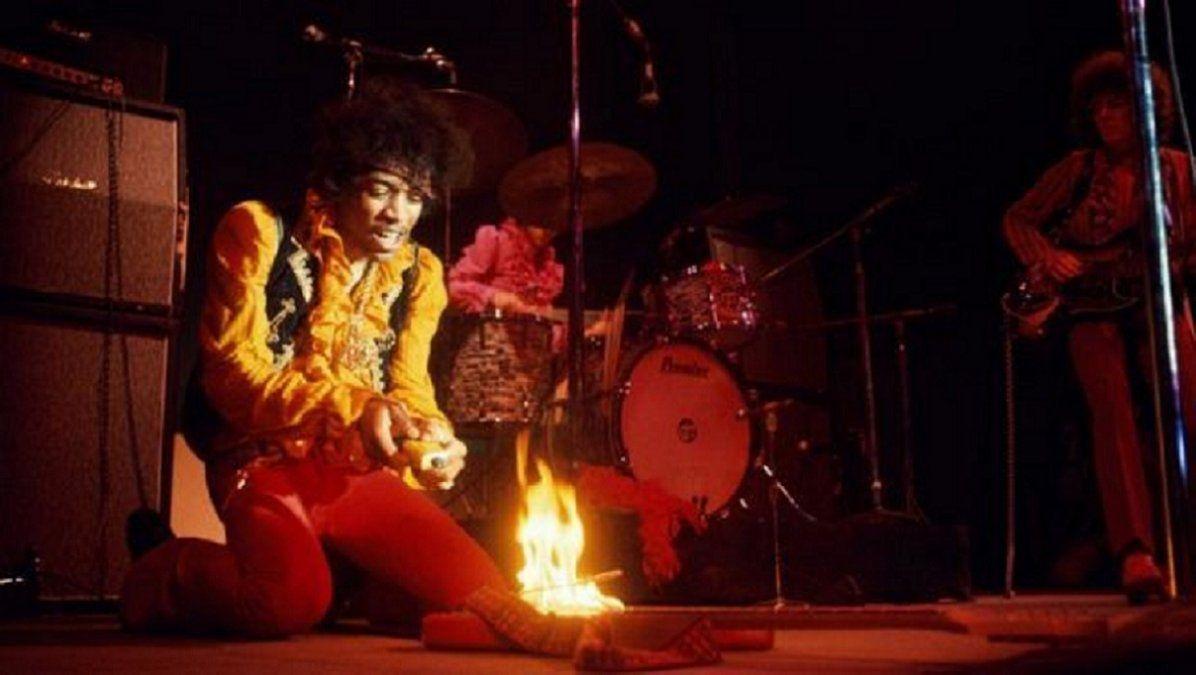 Jimi Hendrix el día que prendió fuego su guitarra - Monterey 1967