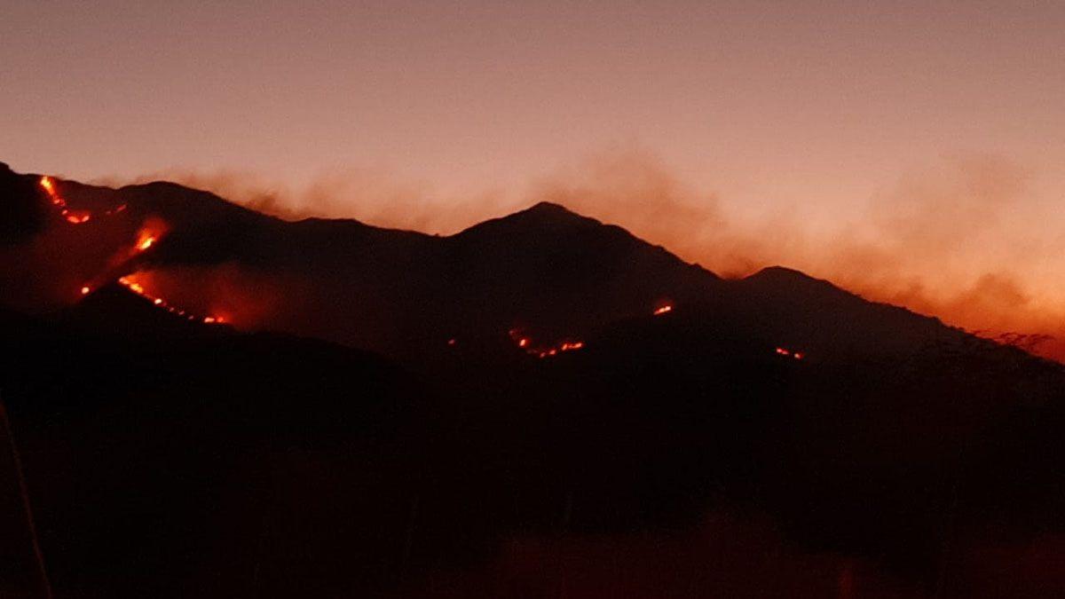 Arden las sierras de San Luis.