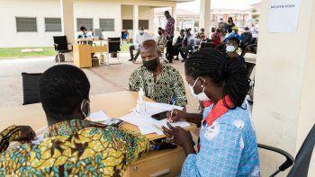 Continúa la escasez de vacunas anti covid-19 en África