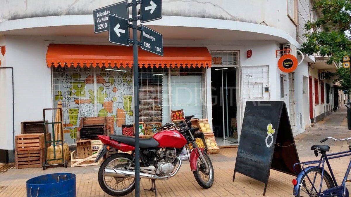 Robaron en una verdulería de barrio Candioti Sur: se llevaron de todo menos comida