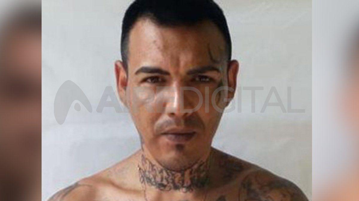 Mansilla tiene 38 años. Pesa sobre él un pedido de captura internacional.