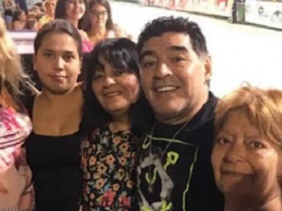 Las hermanas de Diego se diferencian de los demás familiares.