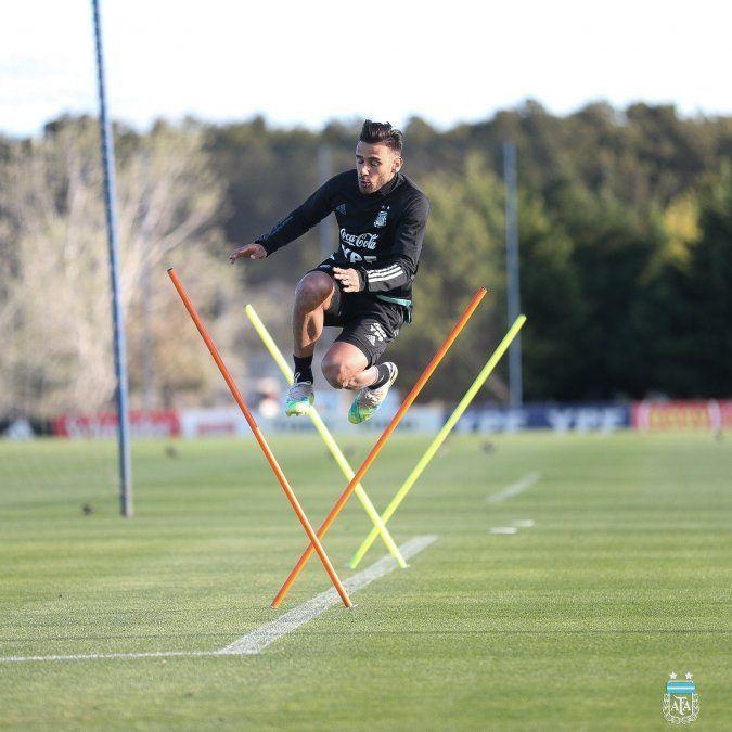 La selección argentina ya comenzó con sus primeros entrenamientos de cara al choque frente a Ecuador.