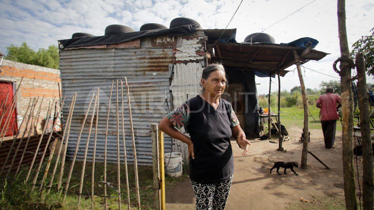 """""""En Santa Fe estamos erradicando los ranchos. Eso es importante porque solamente quien vive en un cubito de cartón puede ver el cambio que es pasar de vivir así a una casa"""", remarcaron desde el Movimiento Los Sin Techo."""