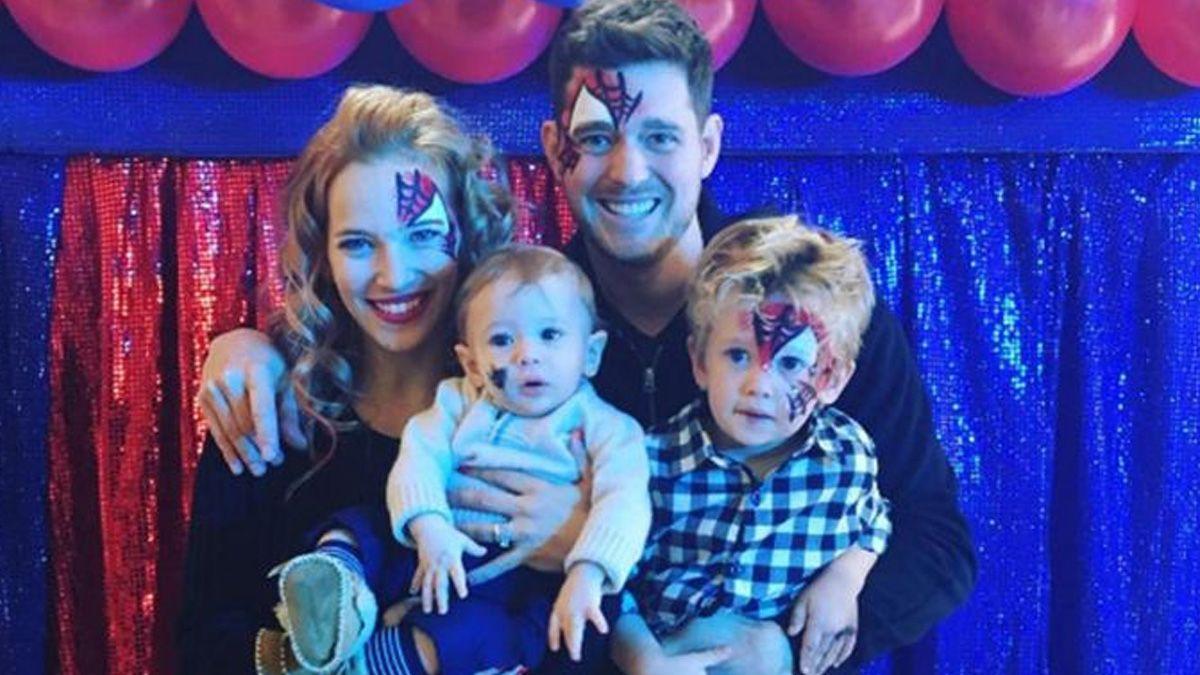 Luisana Lopilato y Michael Buble junto a sus hijos