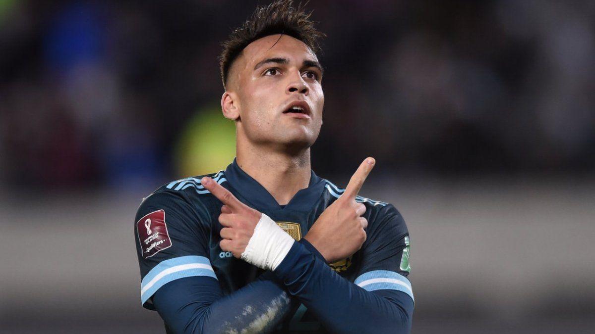 Con un fuerte golpe de cabeza abrió el marcador y convirtió su tanto número 17 en 34 partidos con la Selección Argentina.