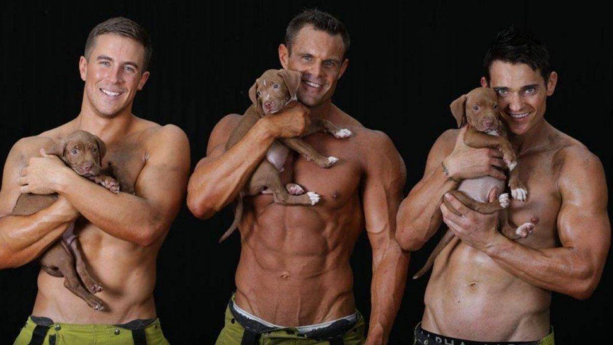 Bomberos hicieron un calendario sin remera y a puro músculos a beneficio