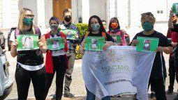 Este jueves, las organizaciones cannábicas de Santa Fe se manifestaron frente a la legislatura provincial para reclamar el tratamiento, por parte del Senado, del proyecto que autoriza el autocultivo de cannabis con fines terapéuticos. Foto: Maiquel Torcatt