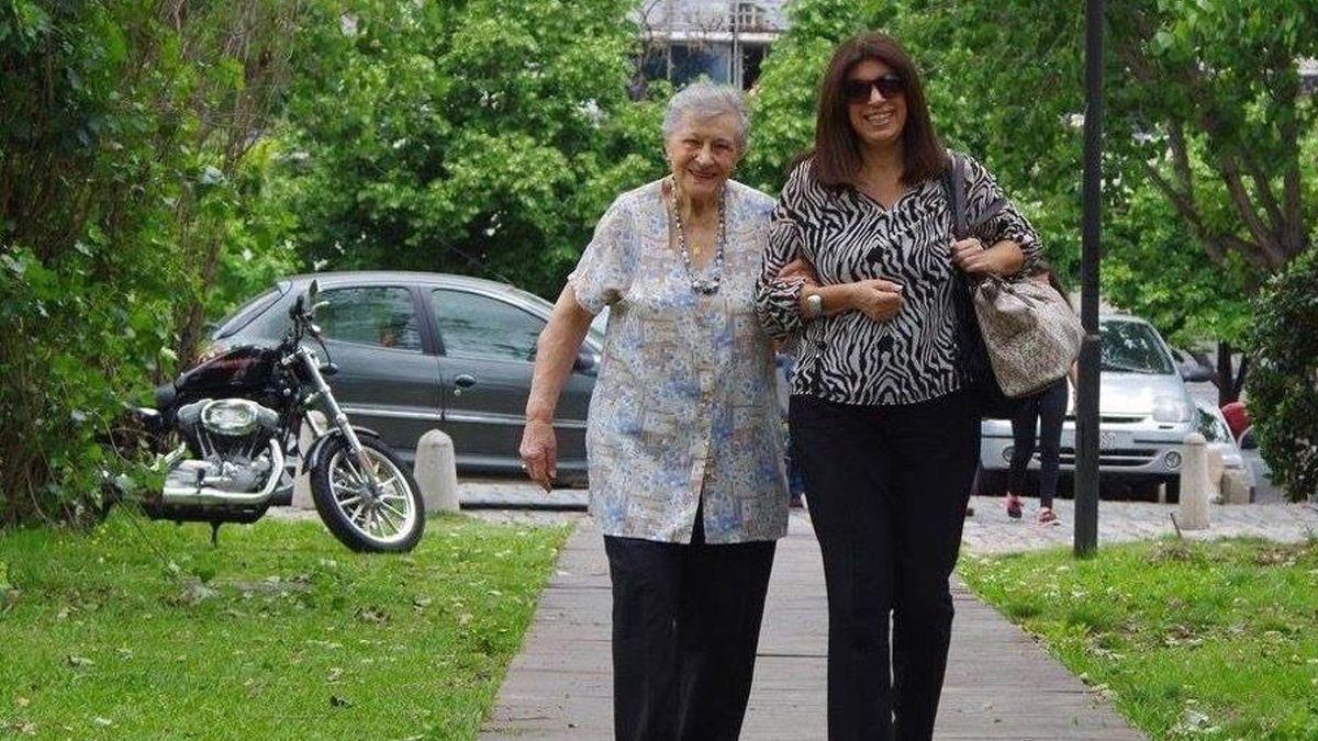 La diputada Clara García anunció por redes el fallecimiento de su madre.