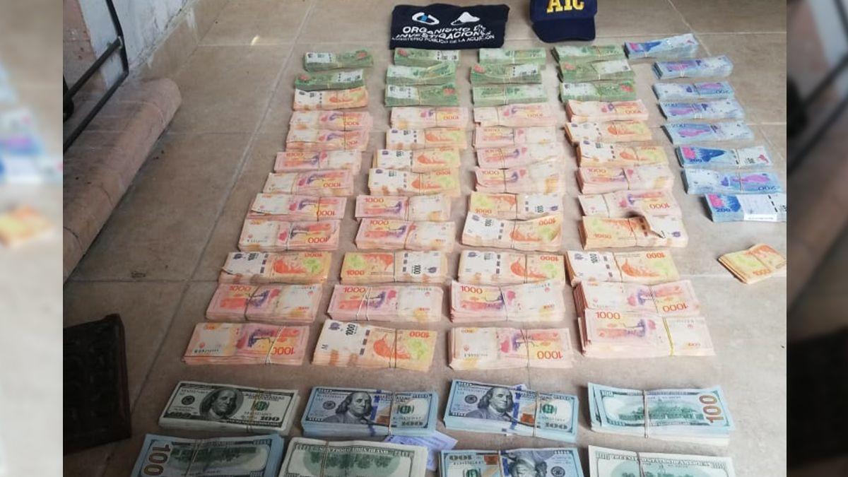Parte del dinero hallado en la localidad de Malabrigo, donde se encontraba el