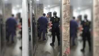 Los heridos quedaron atrapados en el interior del ascensor y fueron rescatados por bomberos. El accidente se produjo en un edificio ubicado en San Nicolás 1.200, en Rosario.