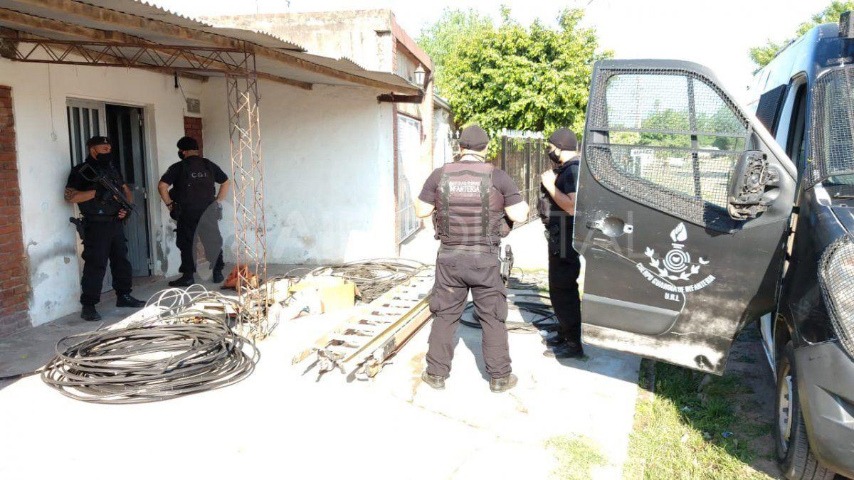 Barrio Abasto: allanamientos por instaladores clandestinos de TV por cable