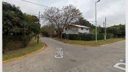 El episodio se registró el sábado por la noche en la calle 40, entre Lisandro de la Torre y 154, en el mencionado municipio del sur del conurbano, donde la víctima, identificada como Uriel Magio, se encontraba charlando con un amigo en la vía pública.