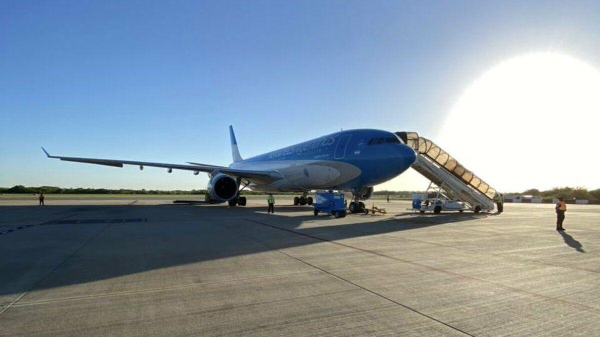 El vuelo AR1060 de Aerolíneas Argentinas antes de partir hacia Rusia.