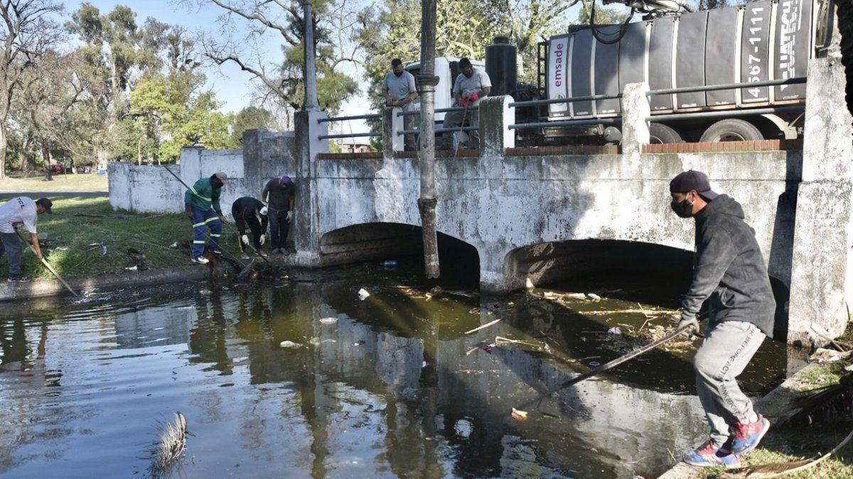 La limpieza del lago finalizará hacia los primeros días de noviembre.