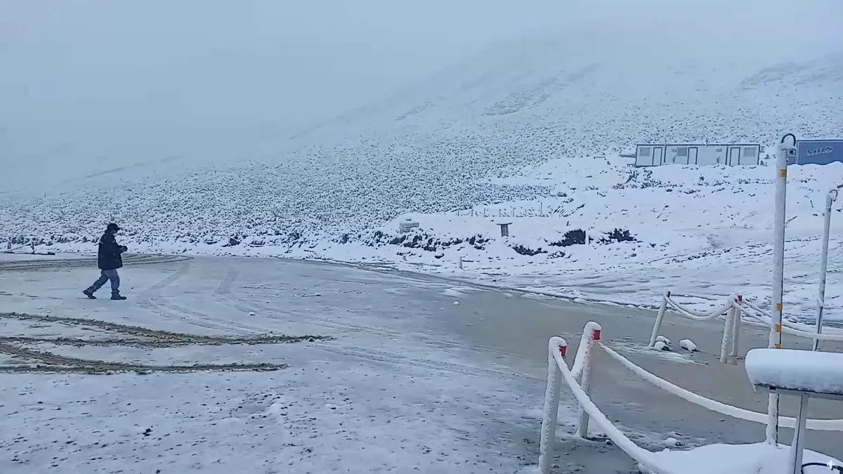 Una fuerte nevada en Jujuy sorprendió en pleno verano.