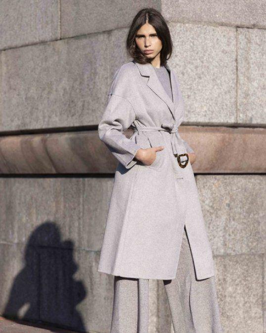 Clásica y moderna: la propuesta minimalista en donde los básicos son los reyes del look