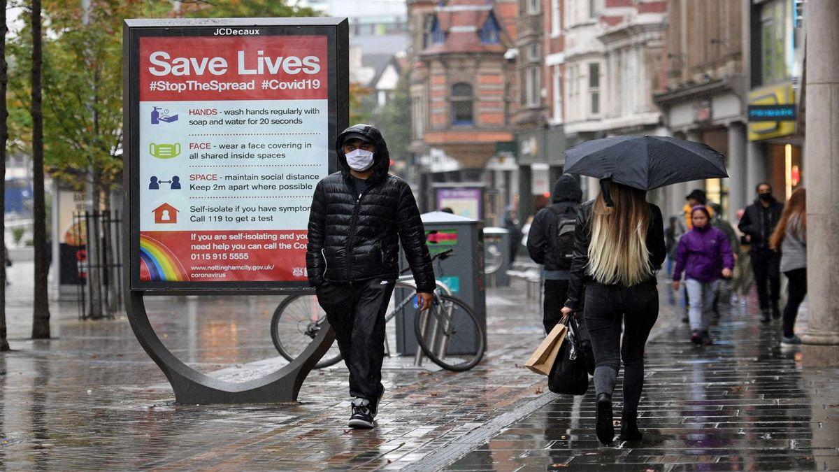 Reino Unido enfrenta una nueva cepa de coronavirus y aumenta las restricciones, con permiso del Parlamento.