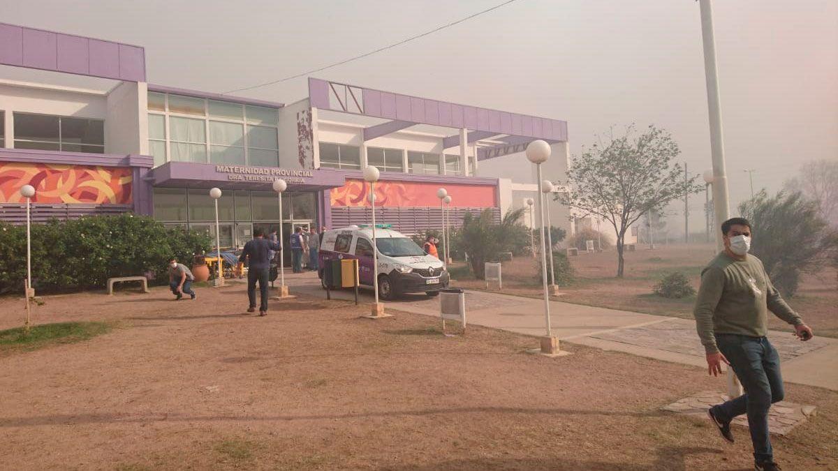 Incendios en San Luis: evacuaron un hospital infantil porque el fuego llegó al estacionamiento