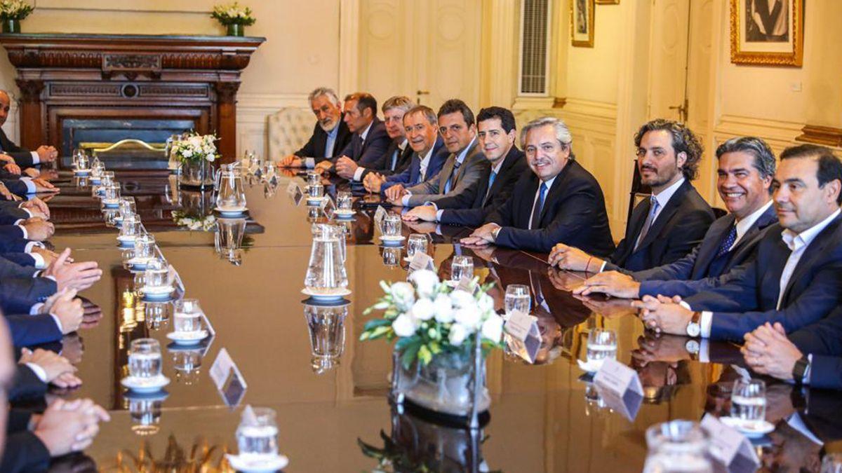 Alberto Fernández agradeció a los gobernadores de las provincias por la solicitada en la que llamaron a la unidad sin mezquindades y más allá de las diferencias para disminuir el impacto en el país de la covid-19.