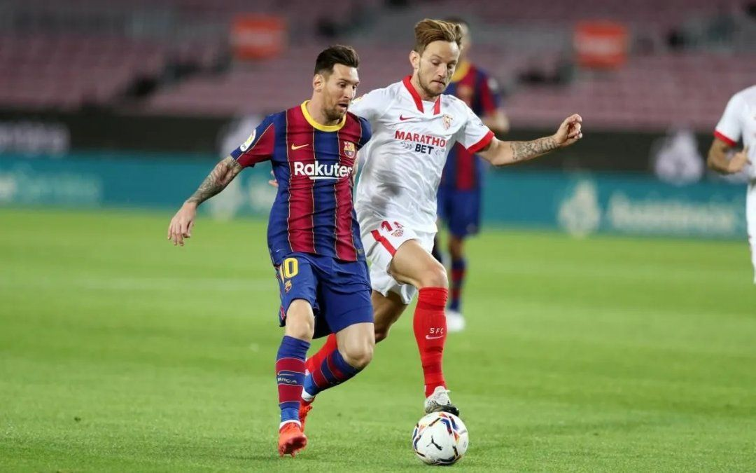 Con Lionel Messi como titular