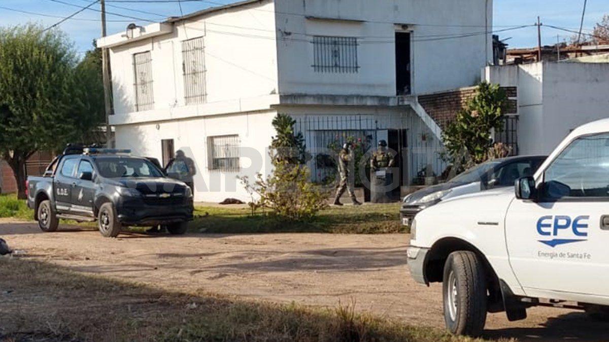 La esquina Ex Combatientes de Malvinas y Hermanos Figueroa en la ciudad de Santa Fe donde la AIC realizó allanamientos por el robo de cables a la EPE