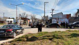 En inmediaciones deHugo Wast y Hermano Figueroa quedó el auto en el que se trasladaban los tres jóvenes que desataron una balacera, y en la que uno de ellos resultó herido.