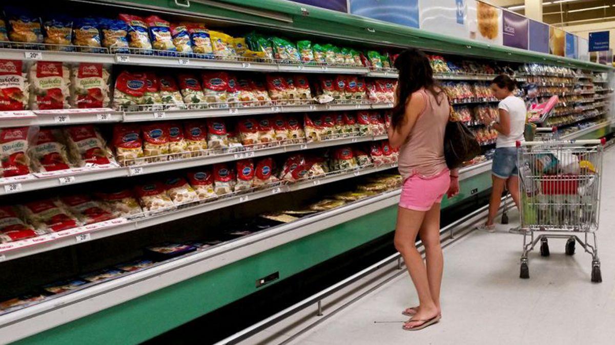 La caída en las ventas es notoria en los supermercados.