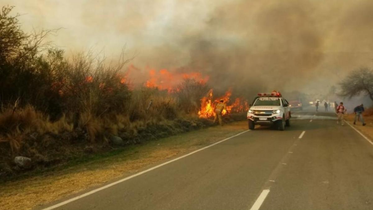 Córdoba: más de 50 personas fueron evacuadas por un incendio en el suroeste de la provincia