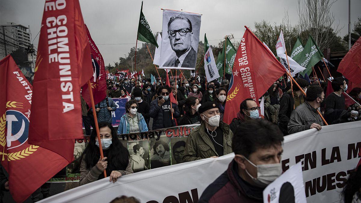 Agrupaciones de izquierda se manifestaron este sábado en recuerdo del aniversario por el golpe de estado contra la presidencia de Salvador Allende.