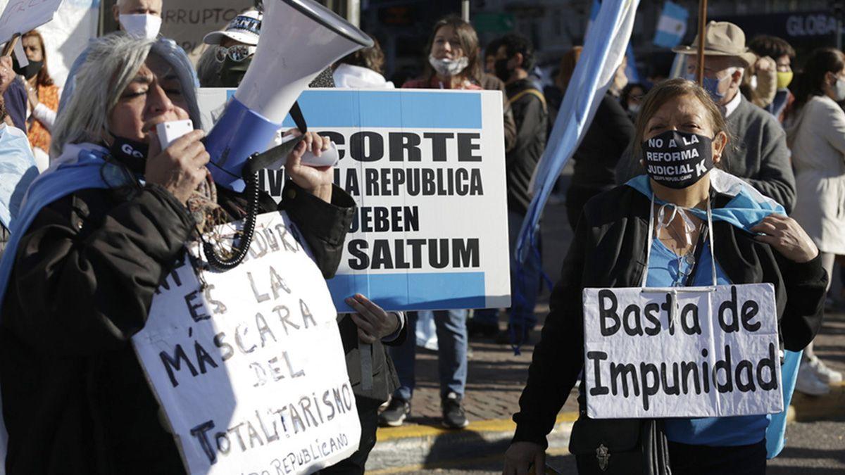 Repudian la convocatoria a un escrache frente a la Casa de CFK