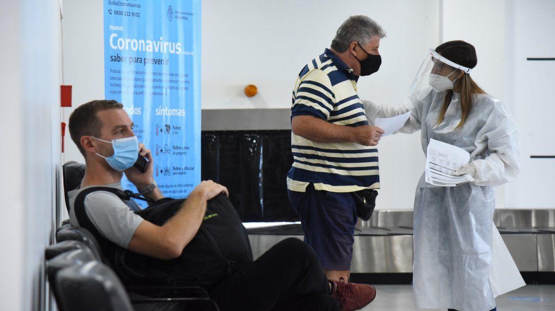 Los viajeros tendrán que contactarse con el 0800 555 6549 y deberán realizarse el análisis PCR entre el quinto y séptimo día.