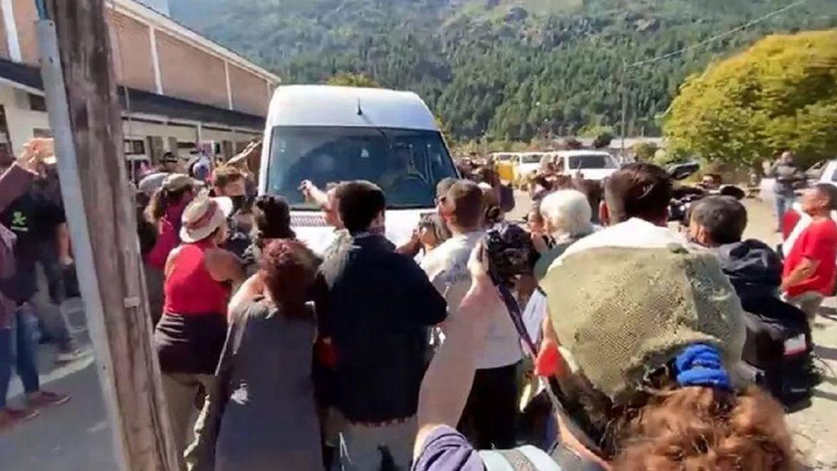 Las declaraciones se llevarán a cabo entre el 22 y el 26 de abril en la sede judicial y las citaciones fueron dirigidas a aquellas personas que se cree que tuvieron un papel activo en la agresión al vehículo en el que se trasladaba el jefe de Estado en aquella visita a la Patagonia.