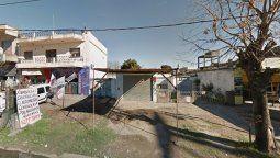 La zona de la calle El Cóndor al 3500, en Solano, donde este sábado por la noche fue asesinado un policía retirado de la PFA que abatió a dos delincuentes que quisieron asaltarlo