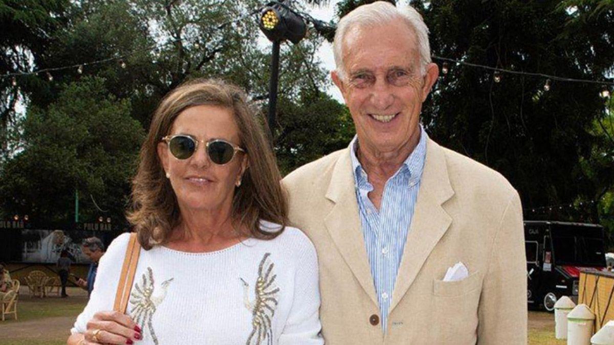 El empresario Jorge Neuss asesinó este sábado a su esposa Silvia Saravia y luego se disparó en un country del Gran Buenos Aires. Lo trasladaron en estado crítico y murió en el hospital Austral.