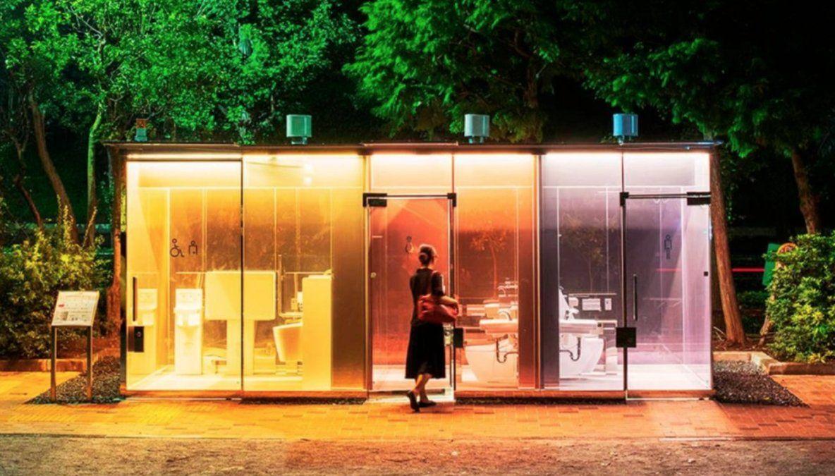Innovación en Tokio: baños públicos transparentes.