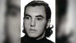 Horacio Alberto Benavídesera estudiante de abogacía y militaba en la Juventud Universitaria Peronista de La Plata. Tenía 22 añoscuando el 30 de septiembre de 1976 fue asesinado en el marco de un operativo policial.