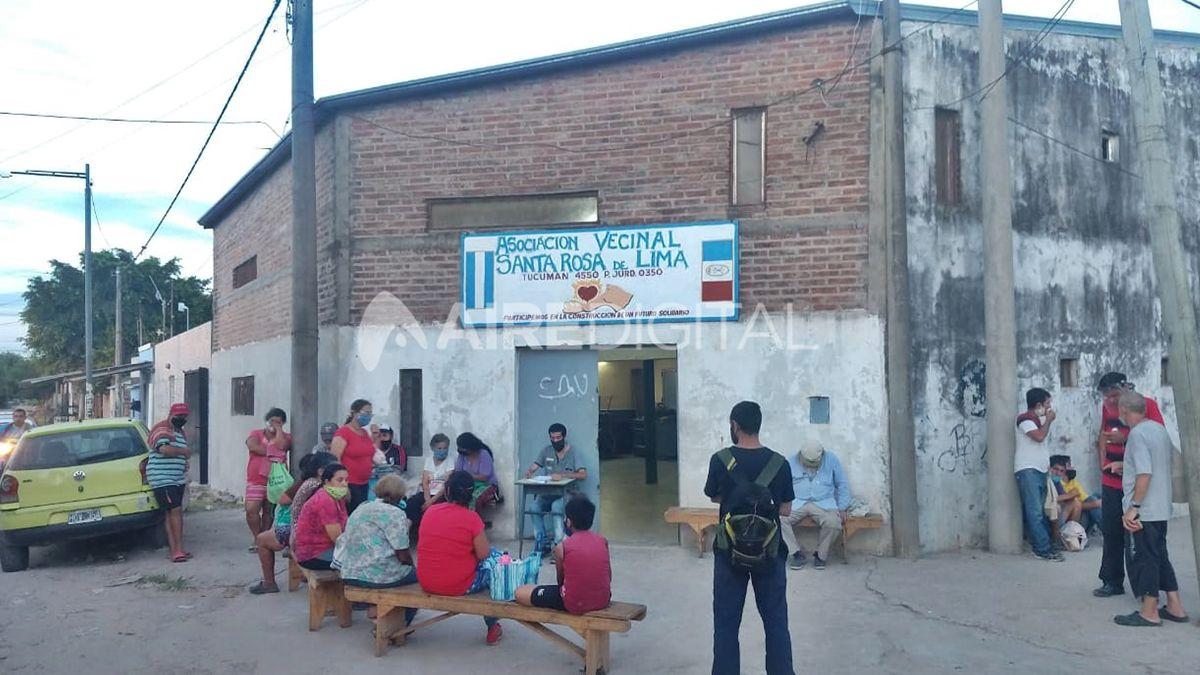 El comedor comunitario que funciona en la vecinal de Santa Rosa de Lima cerrará sus puertas ante la imposibilidad de brindar las raciones de comida que los vecinos demandan todas las noches.