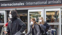 El ingreso y egreso de argentinos/as y residentes (y extranjeros previamente autorizados) se realizará exclusivamente través del aeropuerto internacional de Ezeiza o de San Fernando.