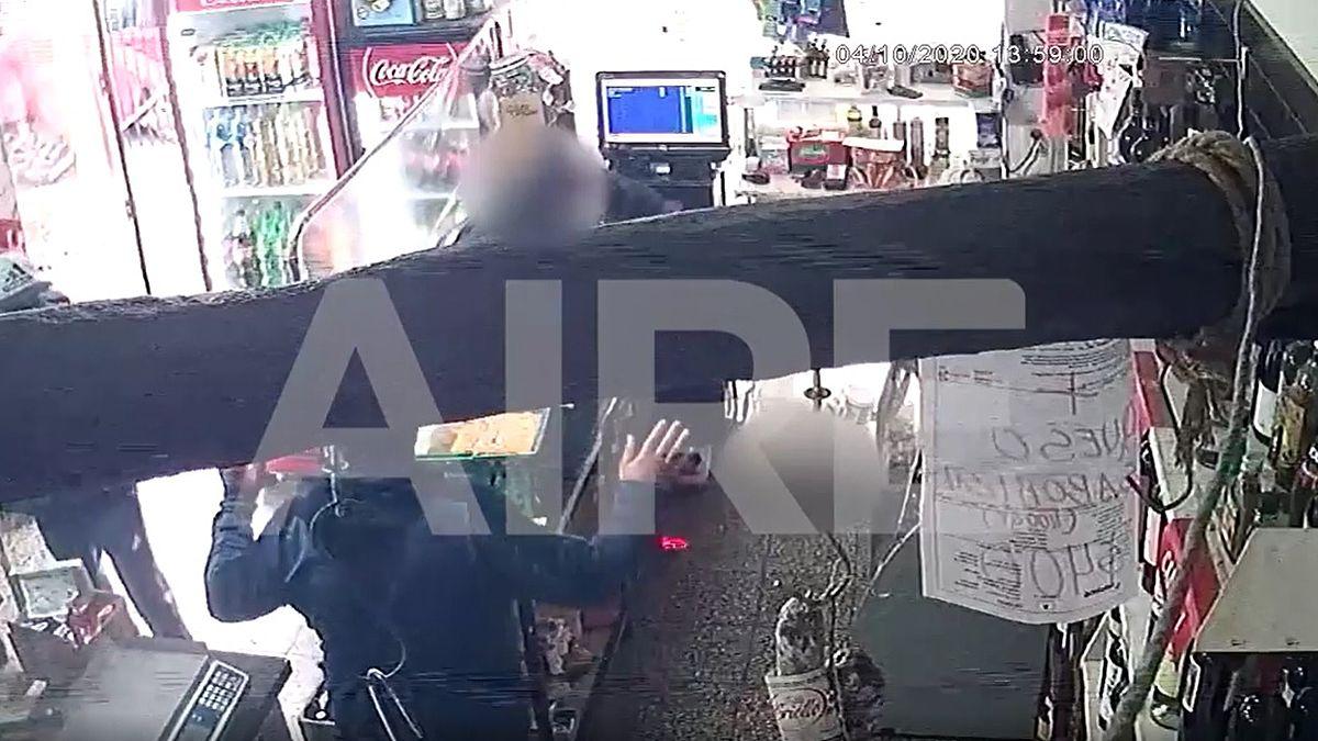 Las cámaras de seguridad registraron un robo en un comercio de barrio Sur.