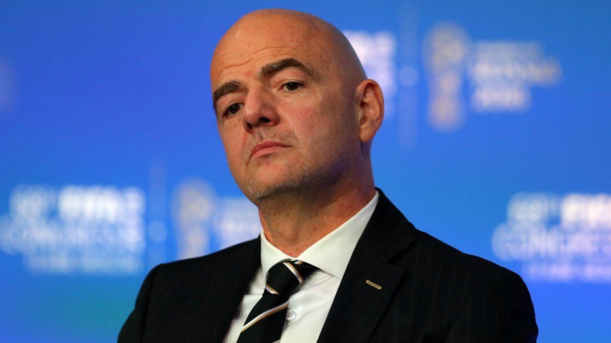 FIFA emitió un comunicado para advertir a los equipos interesados en crear la Superliga Europea de las consecuencias que pueden sufrir.