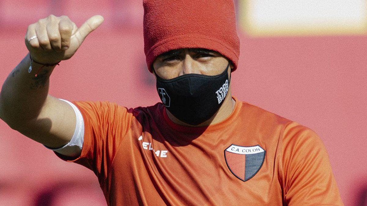 Brian Fernández se ausentó del entrenamiento de Colón y su continuidad en el Sabalero no está asegurada.