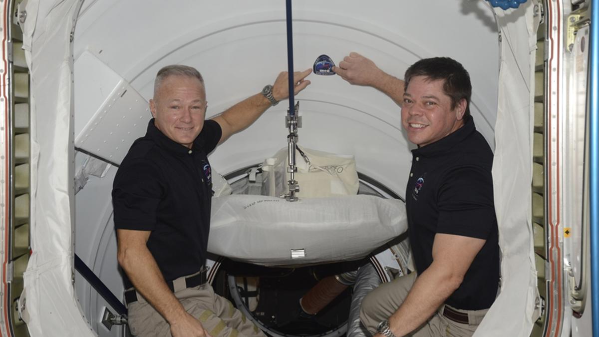 Termina la misión de Douglas Hurley y Robert Behknen este sábado y regresan a la Tierra. A las 20:34 horas de este sábado se desacoplarán de la estación espacial. Llegarán a la Tierra el domingo.